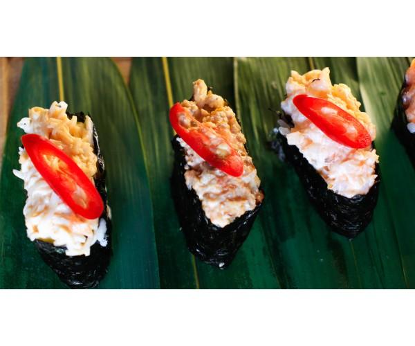Суши острые с лососем 3 шт.